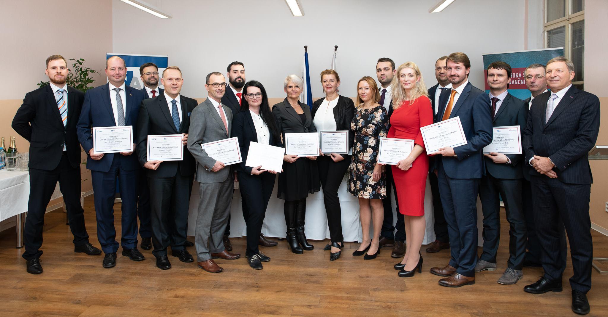 Slavnostní předání certifikátů prvním masterům finančního plánování